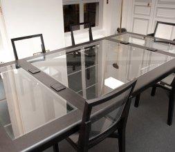 Table de réunion toute en transparence