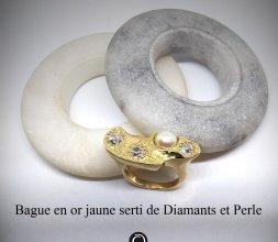 Bague en or jaune serti de Diamants et Perle