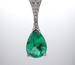 Pendentif en platine serti d'un Emeraude et diamant