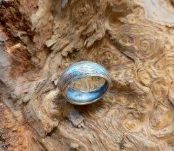 Bijoux en métal et bois