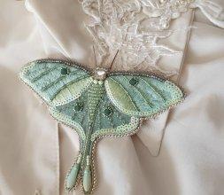 """Broche brodée """" comme un papillon de nuit"""""""