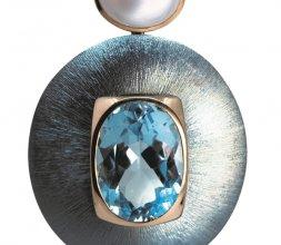 Boucles d'oreilles Topazes et Calcédoines, en or ro