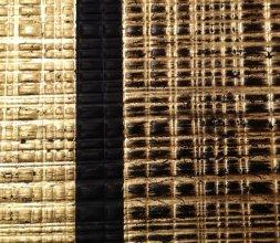 Reflets d'or sur bois