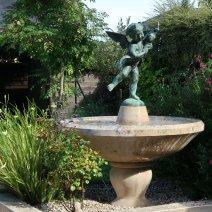 Vasque sur pied en pierre de Bourgogne