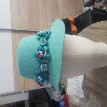 chapeau en feutre avec fleurs moulées à la main