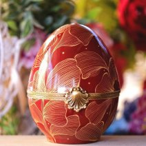 Oeuf porcelaine rouge et or