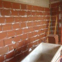 Cloisons en briques et plâtre avec isolation chanvr